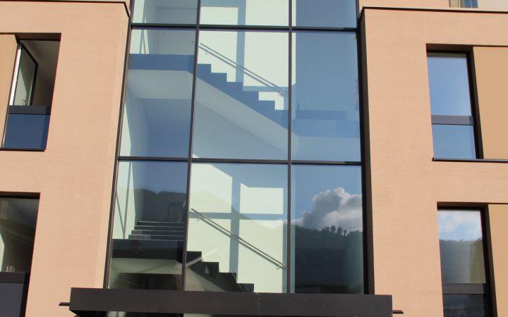 Verglasung Treppenhaus, Vordach, Tür, Handläufe CNS