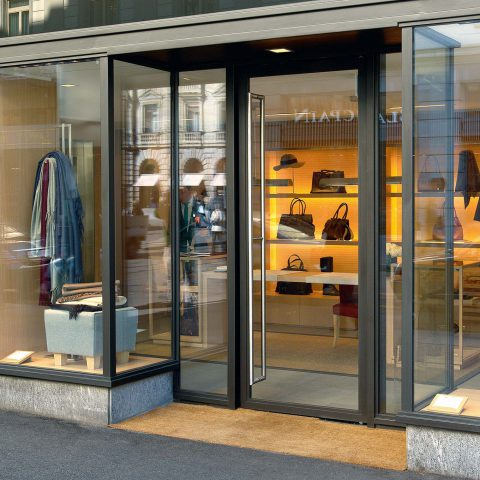 Schaufenster und Eingang, Loro Piana, Zürich