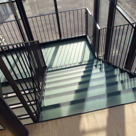 Treppe mit Glastrtitten, Geschäftshaus 4B, Adliswil